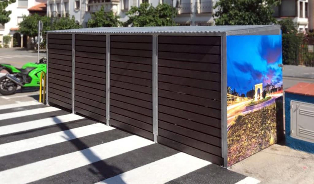 Tancament per contenidors amb teulada i vinils