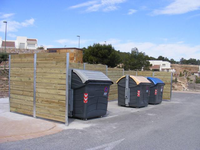 Tancament de contenidors amb pilars metàl·lics