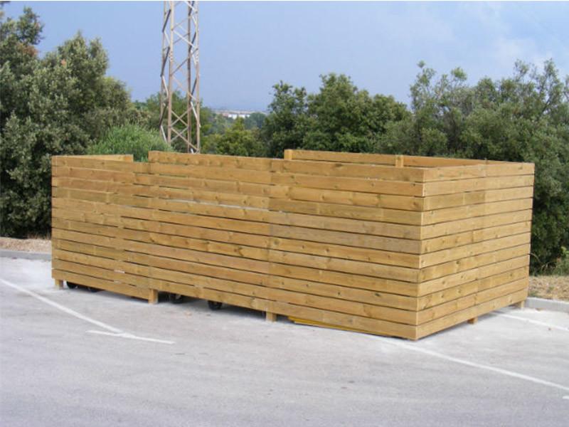 Cubrecontenedor con pilar de madera